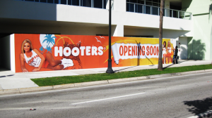 Hooters-Sign-